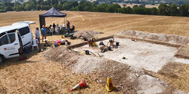 Metal detector enthusiasts find 6th-century Anglo-Saxon warrior's grave thumbnail
