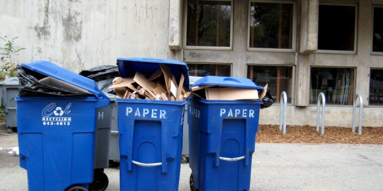 Does paper recycling benefit the climate? It depends