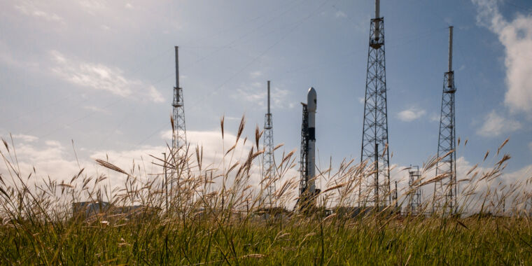 SpaceX seeks to fly unproven rocket, put engine issue to rest