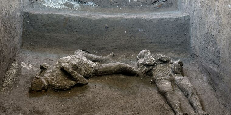 Archaeologists find two more bodies among the ruins of Pompeii thumbnail
