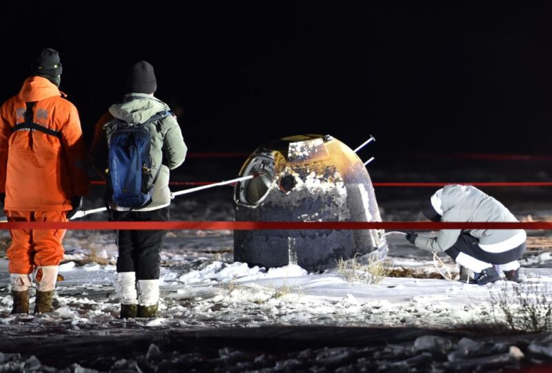 Workers at the landing site of the return capsule of China's Chang'e 5 probe in Siziwang Banner, north China's Inner Mongolia Autonomous Region, on Dec. 17, 2020.