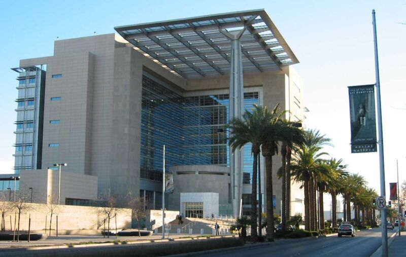 The federal courthouse in Las Vegas, where Wallace was questioned about his money.
