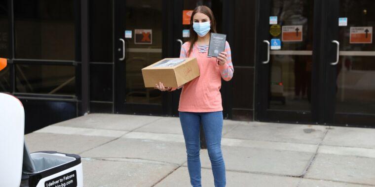Sidewalk-robot startup celebrates 1 million deliveries thumbnail