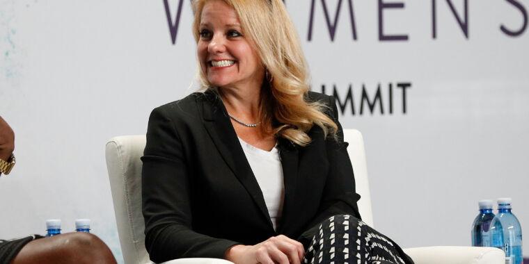 Gwynne Shotwell talks about selling flight-proven rockets, Starship thumbnail
