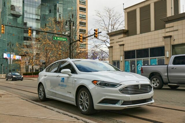 A self-driving vehicle from Mobileye's autonomous test fleet navigates the streets of Detroit.