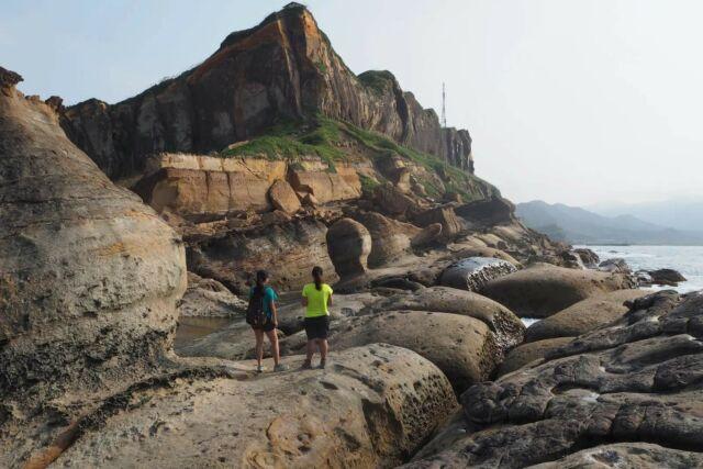 شکل گیری ماسه سنگ در تایوان ، جایی که یک بار کرم های غول پیکر شکار می کردند.