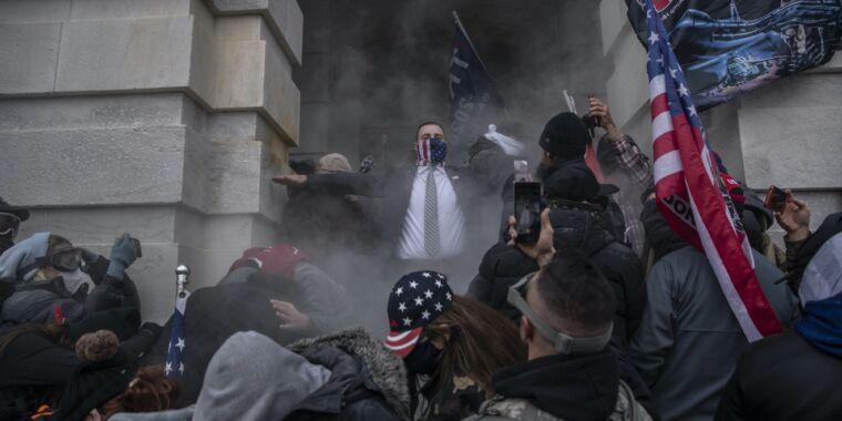 "GitHub regrets firing Jewish employee who called Trump-incited mob ""Nazis"" - Ars Technica"