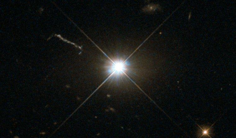 تصویری از یک نقطه روشن در آسمان تاریک.