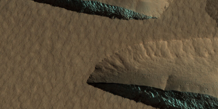 Mapping the ice on Mars that could support future missions - Ars Technica