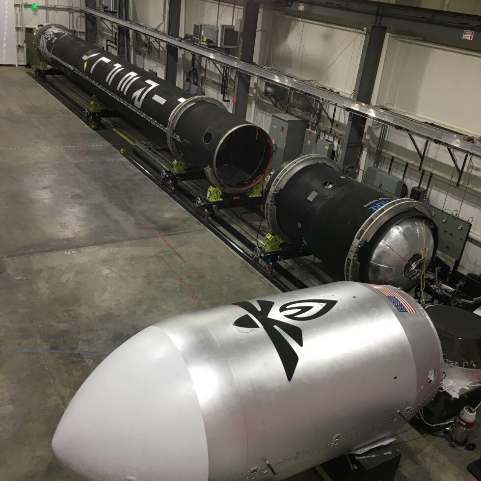 موشک آلفا قبل از ادغام در پایگاه نیروی هوایی واندنبرگ نشان داده شد.