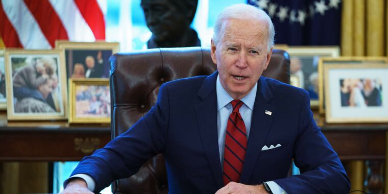Biden admin plans executive order to address chip-shortage woes thumbnail