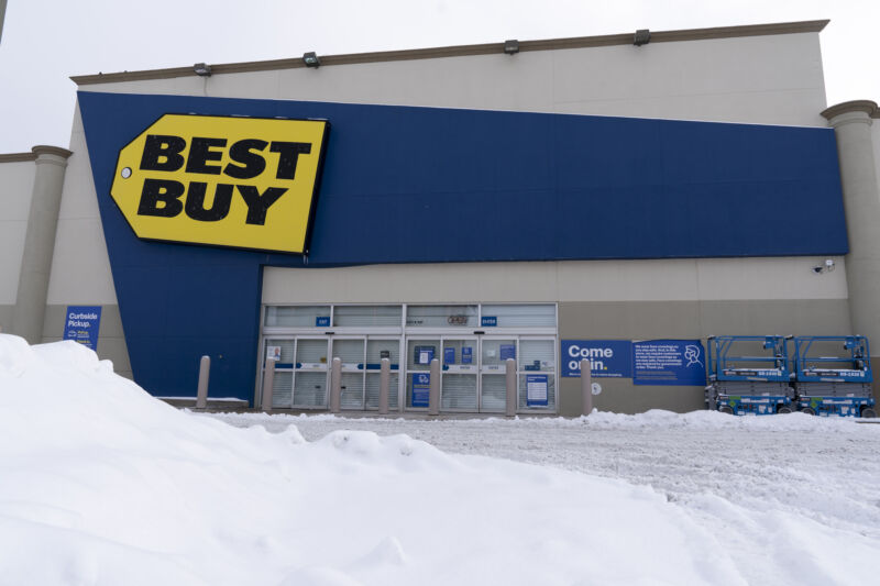 Snow outside of a Best Buy store in Oklahoma City, Oklahoma, on Feb. 17, 2021.