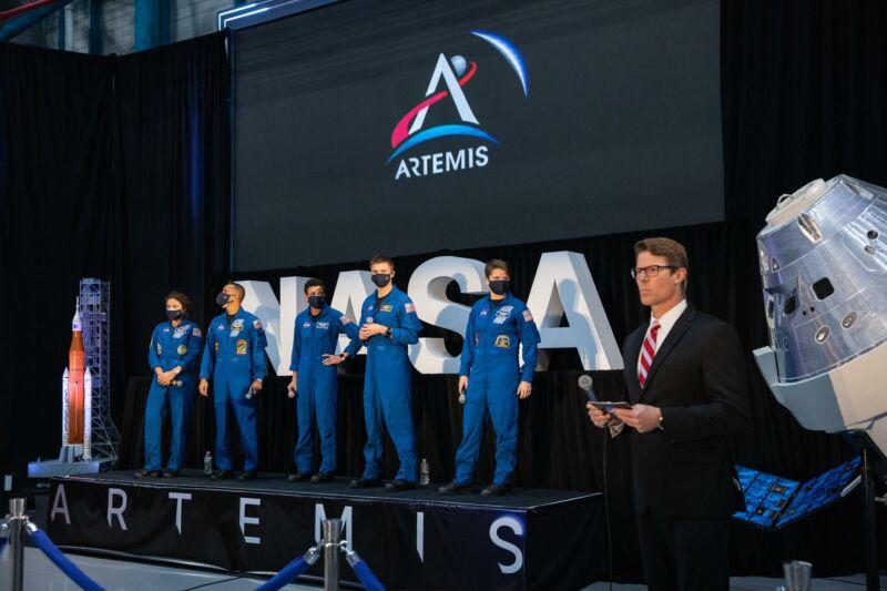 """ناسا فیلم های شناسایی شده از """"فضانوردان آرتمیس ،"""" اما آینده برنامه نامشخص است."""