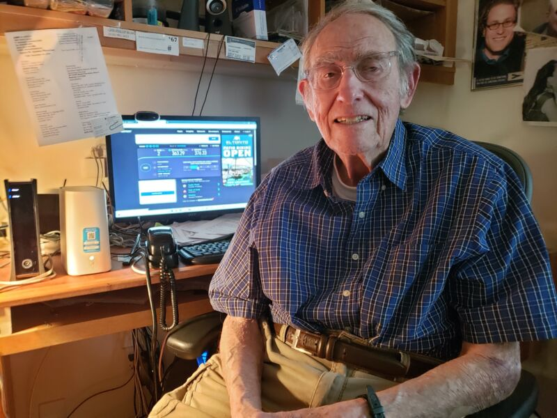 90-year-old Aaron Epstein sits in front of a computer screen showing speed-test results.