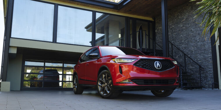 Acura's redesigned MDX SUV returns to the brand's roots thumbnail