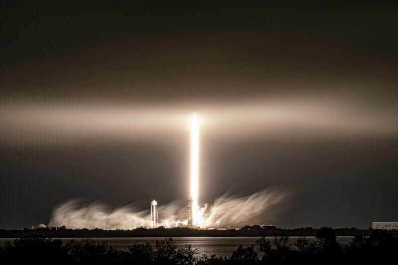 موشک Falcon 9 در تاریخ 4 مارس 2021 از مرکز فضایی کندی پرتاب شد. فاز دوم آن سه هفته بعد به زمین بازگشت.