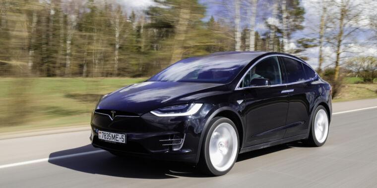 Federal investigators blast Tesla, call for stricter safety standards - Ars Technica