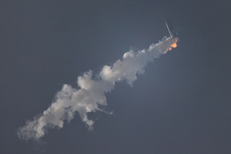 Photos of SN11 in flight.