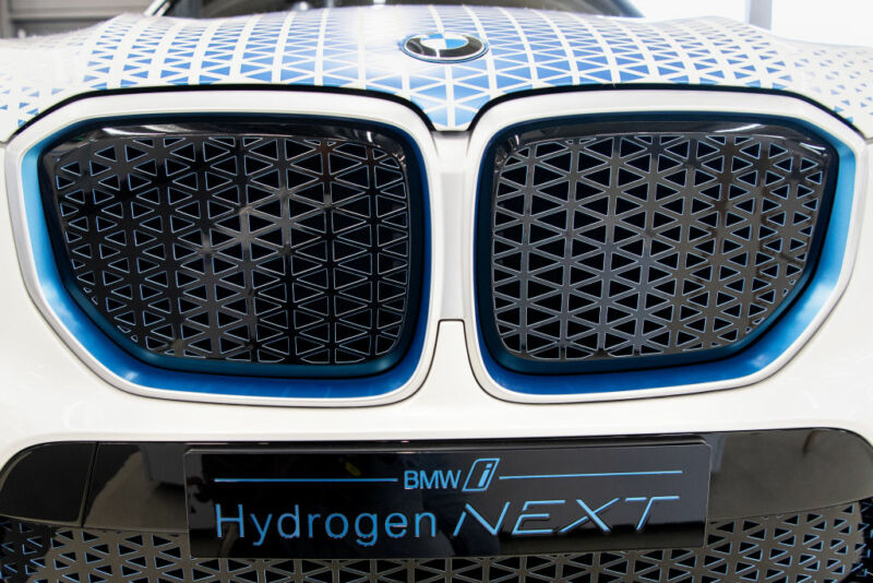 "The lettering ""BMW i - Hydrogen Next"" can be seen on the front of a BMW X5 equipped with a hydrogen drive. The car is equipped with two 700 bar tanks for a total of 6 kg of hydrogen."