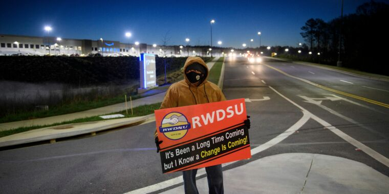 <p>Partial count Reveals Amazon workers rejecting union by a 2-to-1 margin thumbnail