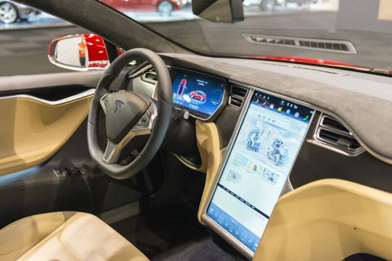 Consumer Reports shows Tesla Autopilot works with no one in the driver's seat