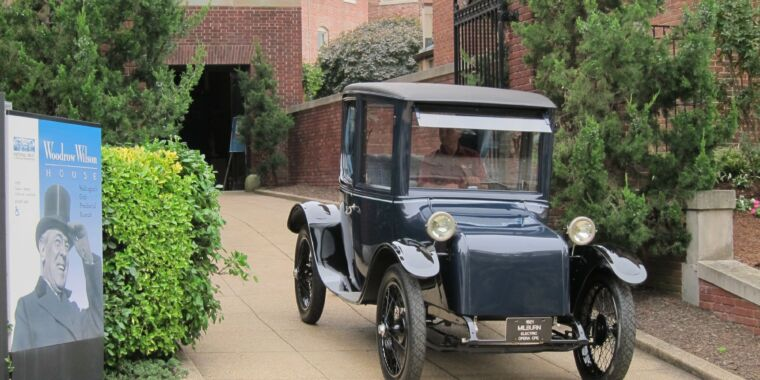 A brief look at electric vehicles from the dawn of the automobile age