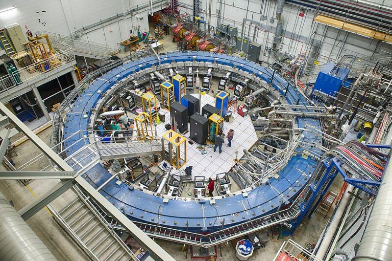 محققان در حال جستجوی اطلاعات ثبت شده از آزمایشگاه فیزیک ذرات ایالات متحده Fermilab هستند