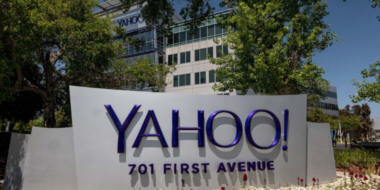 Verizon agrees to sell Yahoo and AOL to private-equity firm for $5 billion thumbnail