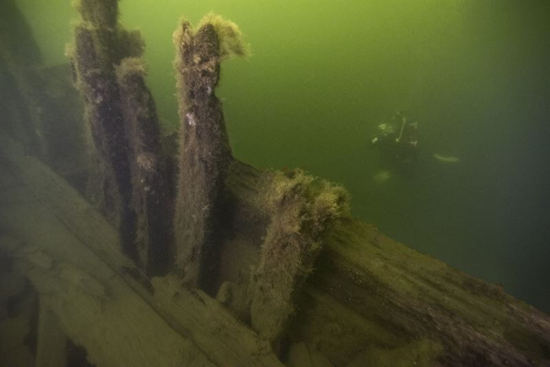 """Two shipwrecks discovered in 2019 have been identified as 17th century Swedish war ships <em>Apolo</em> y <em>Maria</em>. """"><figcaption class="""