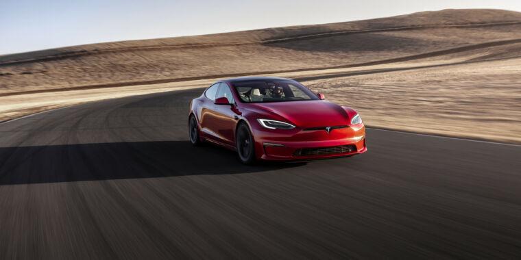 <p>Tesla takes aim at upstarts with 390-mile range, 200 Miles Model S Plaid thumbnail