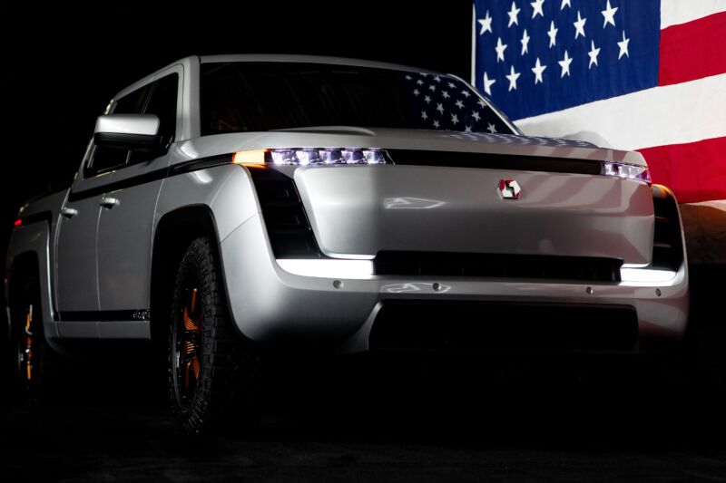 Lordstown Motors says it will begin limited production of the Endurance EV truck later in 2021.