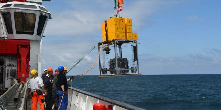 Mercury is accumulating in deep ocean trenches