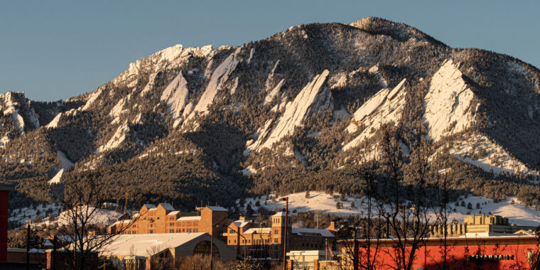 Metals from space descend on Boulder, Colorado, at dusk and dawn