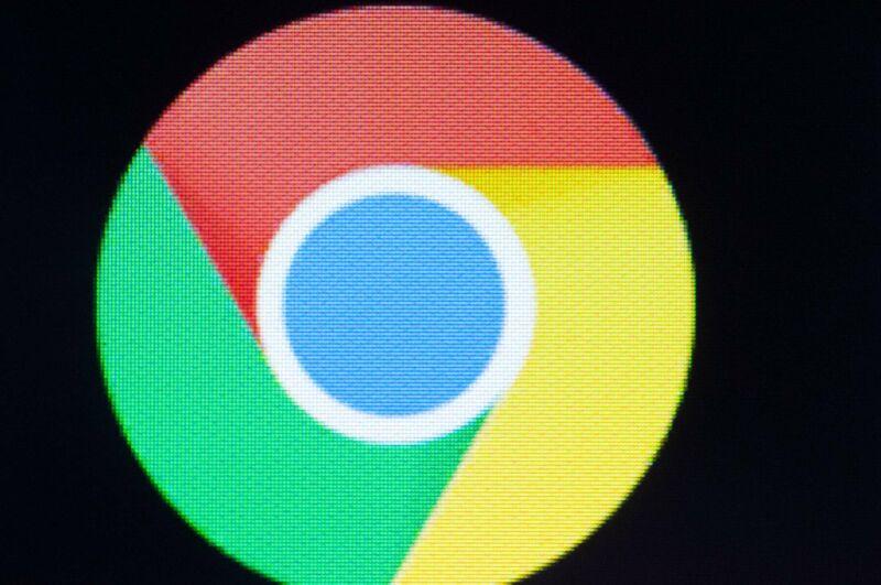 Chrome网页浏览器的logo在Android屏幕上的特写镜头。