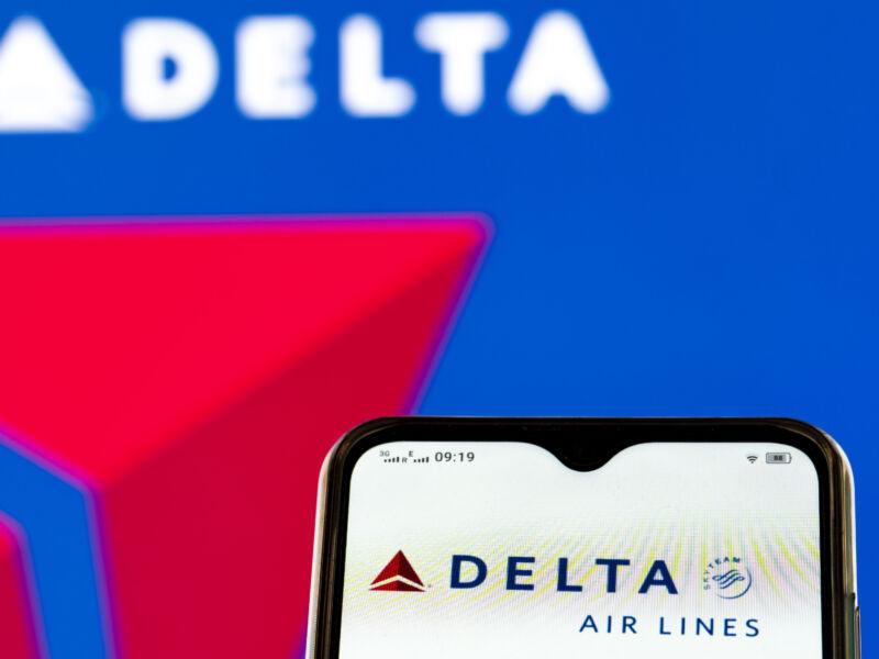 Delta stole its pilot's messaging app, should pay $1 billion, lawsuit alleges