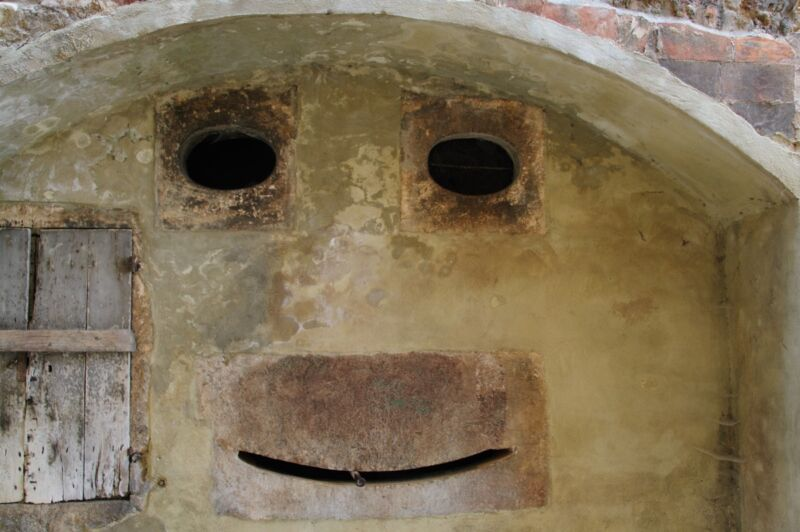Wall in Tuscany with a smiley face