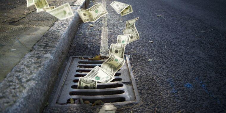 "Ajit Pai apparently mismanaged $9 billion fund—new FCC boss starts ""cleanup"""