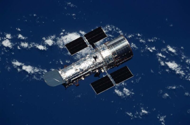 NASA still trying to identify what took Hubble offline