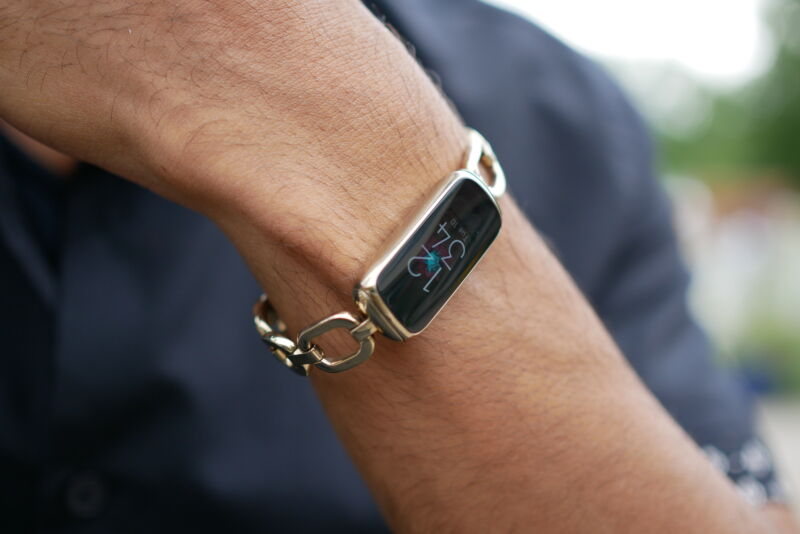 Fitbit Luxe on a users wrist