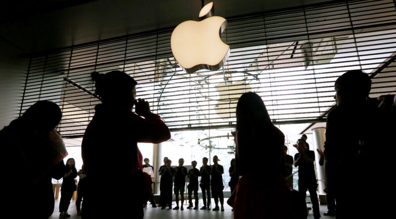 Apple says it pays everyone fairly—employees want receipts