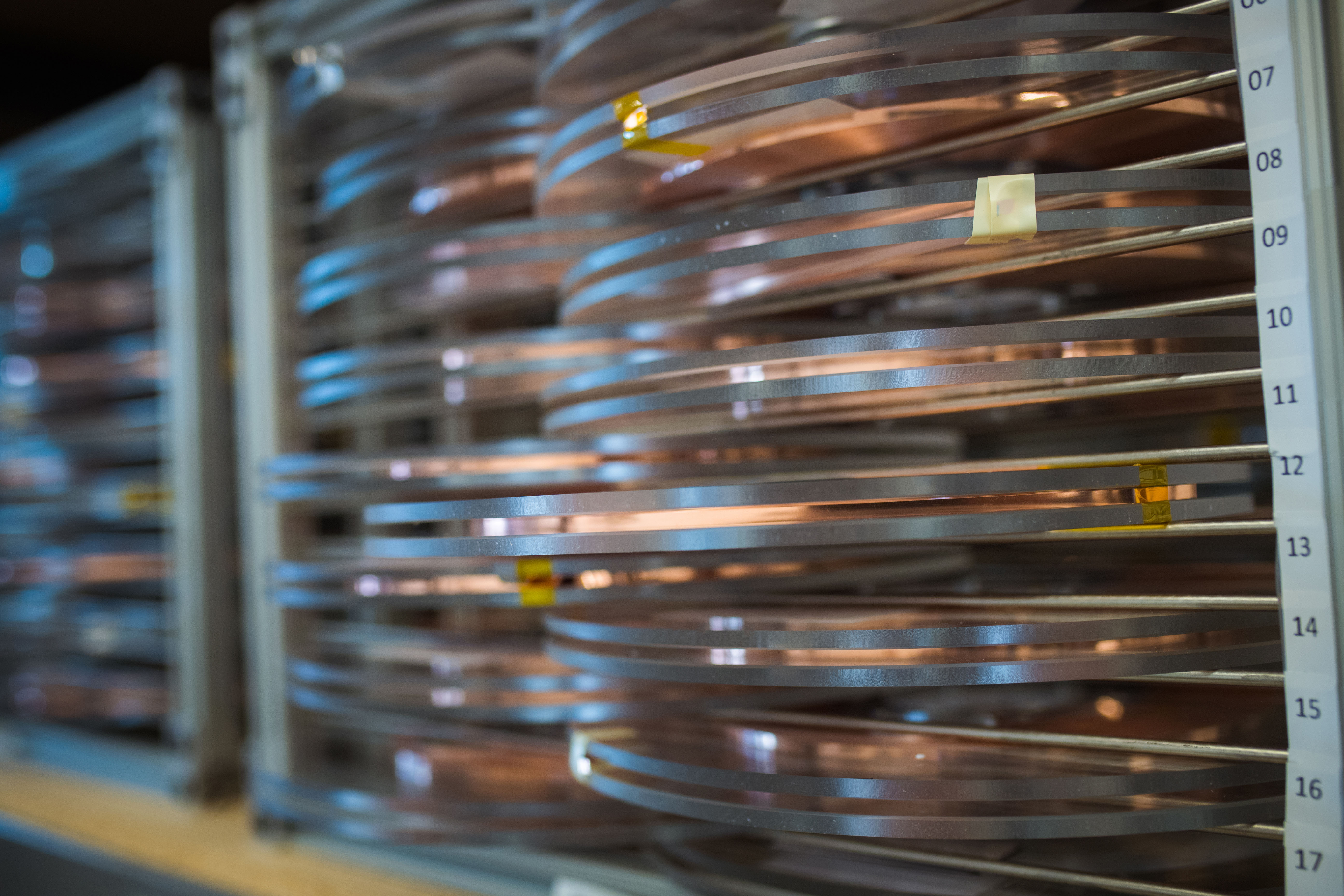 Pancakes of superconducting wire are used to make the magnet modular.