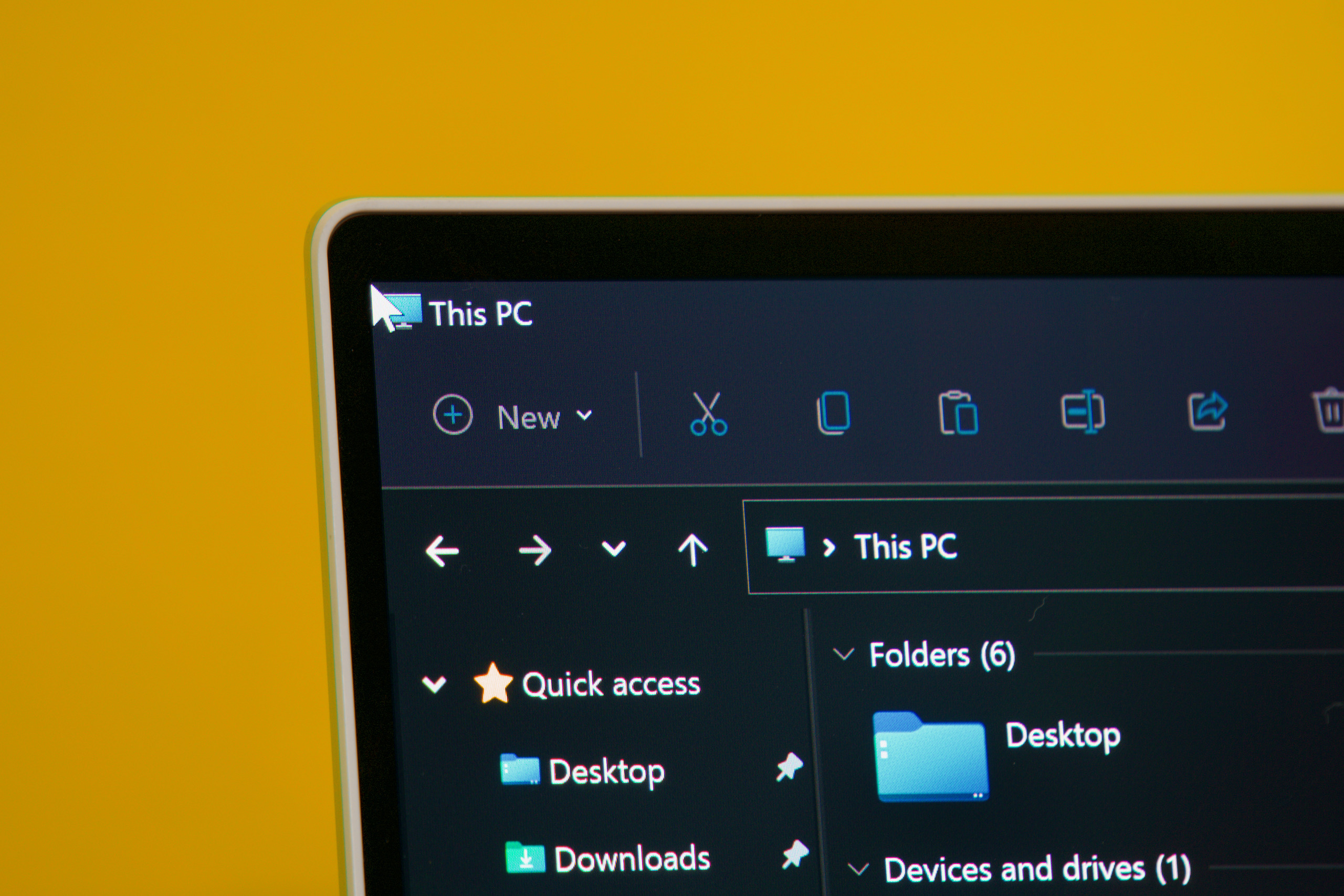 Here's Windows 11 on a typical square-cornered screen. The mouse pointer is all the way in the top-left corner of the screen, and it's still fully visible.
