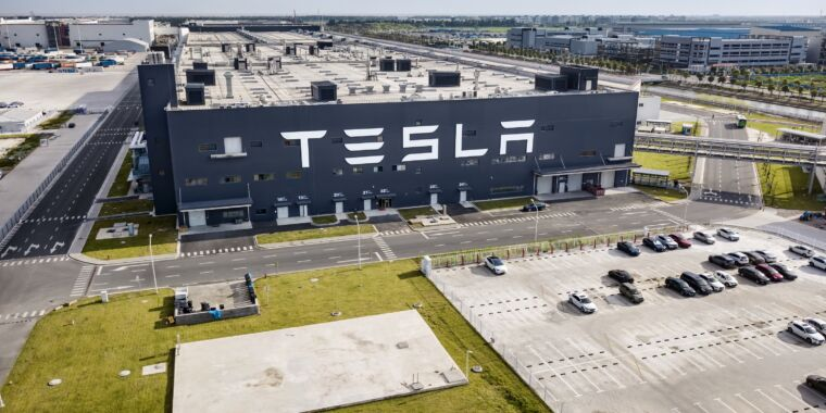 Tesla made $1.6 billion in Q3, is switching to LFP batteries globally