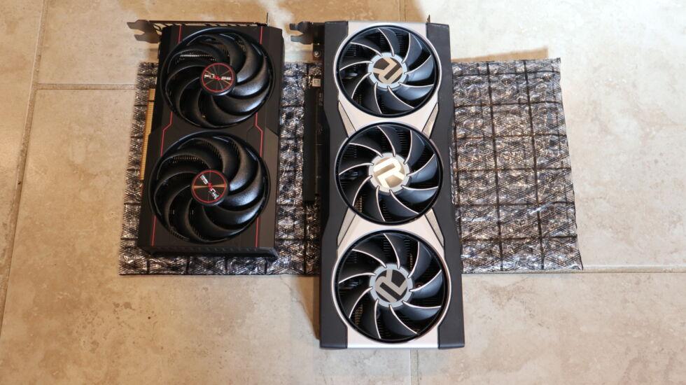 RX 6600 có chiều dài nhỏ hơn so với RX 6800XT.