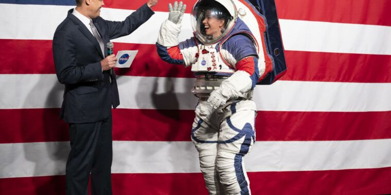 After years of futility, NASA turns to private sector for spacesuit help