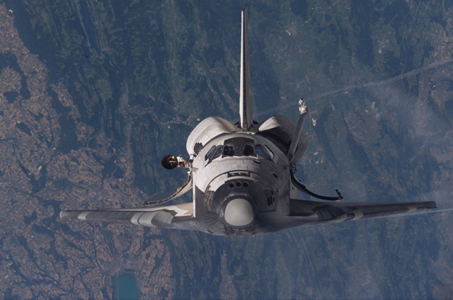 Space shuttle Discovery approaching the ISS.