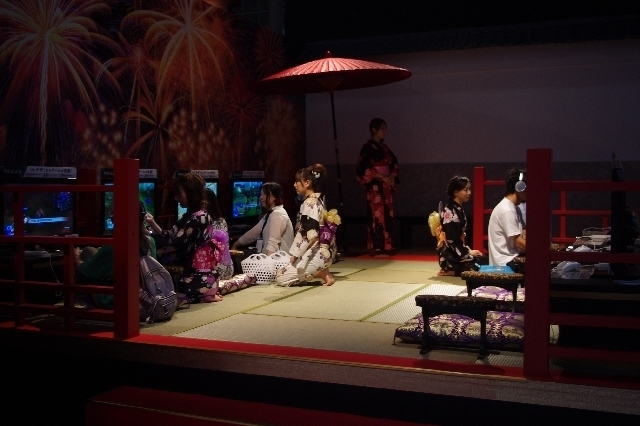 Japanese Dynasty Warriors on display, in a very well put together booth.