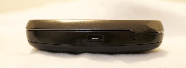 Bottom of the Samsung Stratosphere with microUSB port