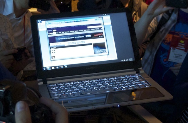 The Nikishki when open, with a trackpad that takes up the whole palmrest area below the keyboard.