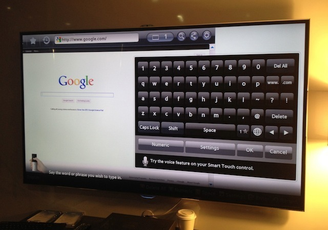 The ES8000's browser on the Google search page, with a QWERTY keyboard displayed